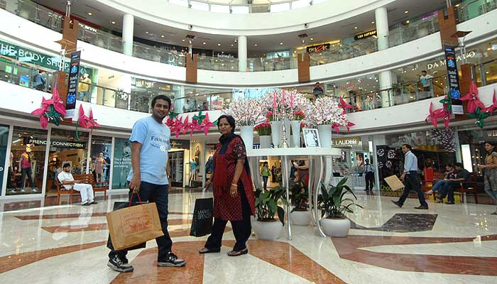 shopping in malls essay Essay on shopping composition writing sample on shopping composition writing sample on shopping many people like to go shopping, and so do i my mom likes go shopping, and so do my sisters , they all like to buy clothes and pants, one time, my mother told me that i should go shopping with her, then i go, but when i go home i.
